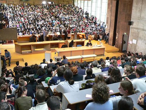 Étudiants en Assemblée pour décider une grève en France